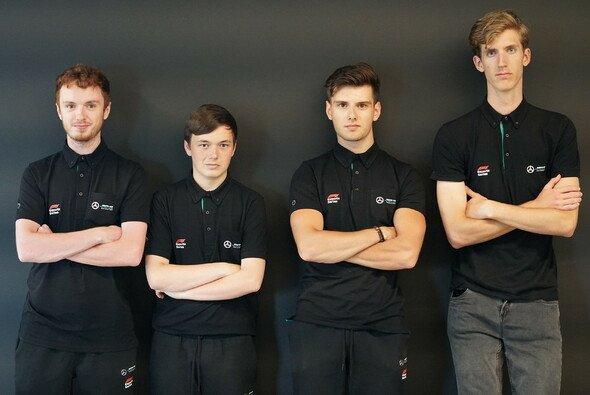 Das Mercedes-Esports-Team (v. l. n r.): Harry Jacks, Brendon Leigh, Dani Bereznay, Patryk Krutyj - Foto: Mercedes-AMG Petronas Esports