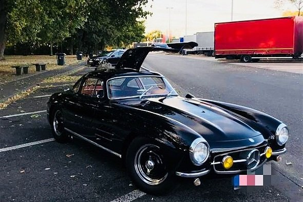 Dieser Mercedes SL 300 Flügeltürer wurde beim Oldtimer GP geklaut - Foto: Polizei Mayen