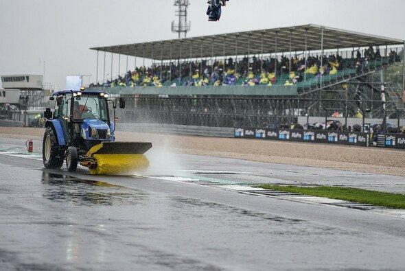 Silverstone erhält trotz Regen-Farce 2018 neuen Vertrag - und neuen Asphalt - Foto: Yamaha