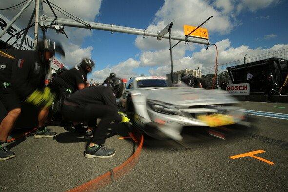 Die neue Reifen-Regel beschäftigt die DTM im Saisonendspurt - Foto: Daimler AG