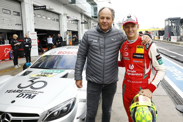 Mick Schumacher nach seinen Promo-Runden im DTM-Mercedes - Foto: Hoch Zwei