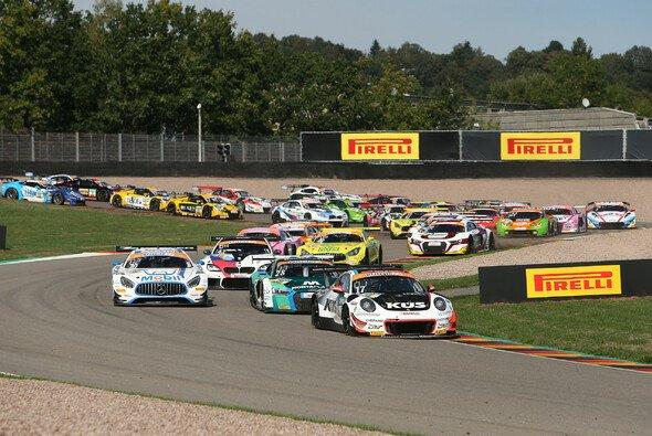 Der Start zum Samstagsrennen auf dem Sachsenring - Foto: ADAC GT Masters