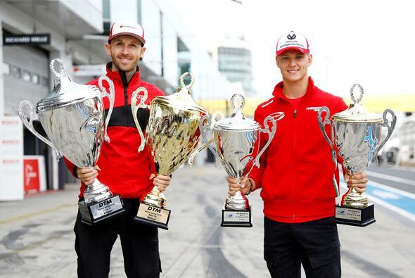 Die Stars am Nürburgring: Rene Rast und Mick Schumacher - Foto: Hoch Zwei