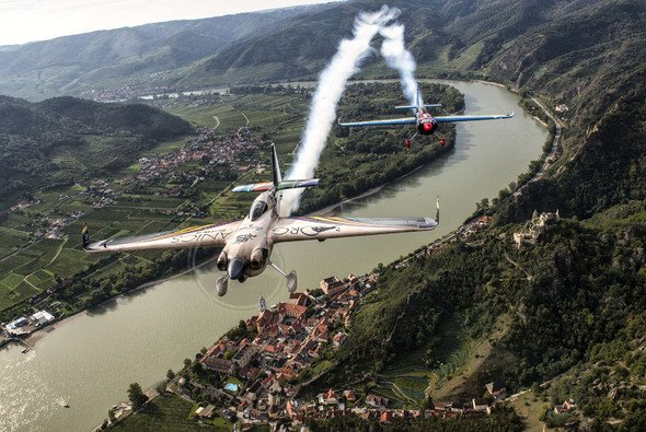Action beim Red Bull Air Race in Österreich - Foto: Red Bull Content Pool