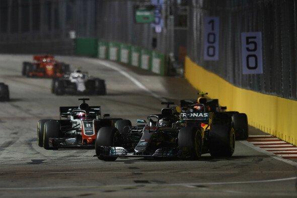 Überholen ist für die Formel 1 in Singapur nicht immer einfach - Foto: LAT Images