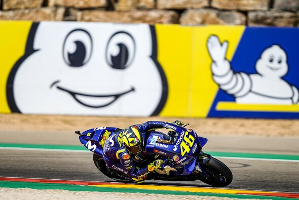 Valentino Rossi kam am Freitag gerade so in die Top-Ten - Foto: Movistar Yamaha