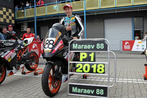 Meister Artem Maraev jubelt in Assen - Foto: ADAC Junior Cup powered by KTM