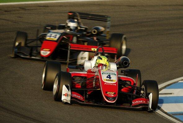 Mick Schumacher verpasst im ersten Rennen die Punkte und den vorzeitigen Titelgewinn - Foto: FIAF3