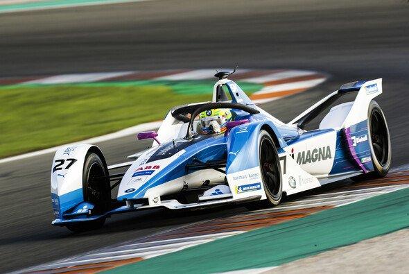 Alex Sims startet sein Formel-E-Debüt mit der Bestzeit in Valencia - Foto: LAT Images