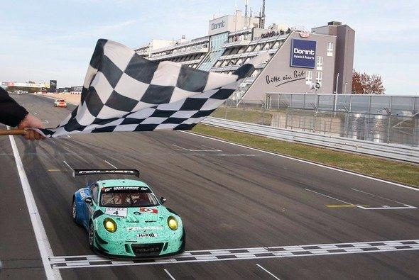 Klaus Bachler und Martin Ragginger gewannen das Saisonfinale - Foto: Porsche