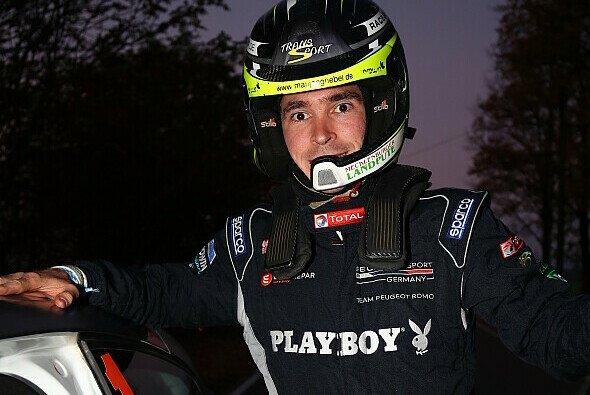 Marijan Griebel überglücklich mit seinem Titelgewinn für Peugeot - Foto: DRM