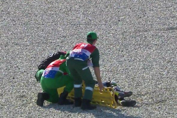 Cal Crutchlow konnte nach seinem Sturz nicht selbstständig aufstehen - Foto: Screenshot/MotoGP