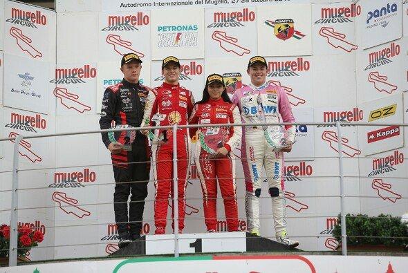 Niklas Krütten sichert sich Platz drei in der Rookiemeisterschaft der italienischen Formel 4 - Foto: ACI Sport S.p.A. a socio unico