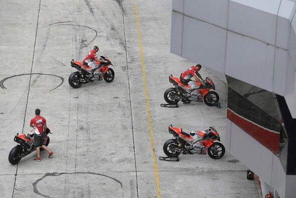 Motorräder dürfen in Zukunft nur noch in der Boxengasse gestartet werden - Foto: Ducati