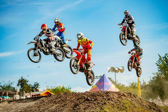 Spektakuläre Action beim ADAC MX Masters - Foto: ADAC / Steve Bauerschmidt