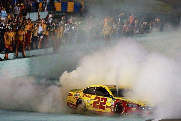 Joey Logano ist zum ersten Mal Champion - Foto: NASCAR