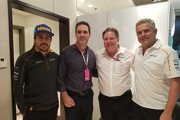 Von links nach rechts: Fernando Alonso, Jimmie Johnson, Zak Brown, Gil de Ferran - Foto: Motorsport-Magazin.com