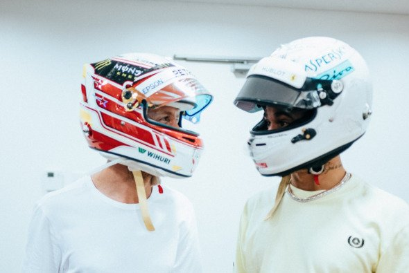 Lewis Hamiltons Helm ist nun homologiert, Sebastian Vettel muss noch zittern - Foto: Mercedes/Twitter