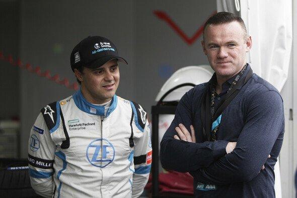 Felipe Massa und Fußball-Star Wayne Rooney bei der Formel E in Riad - Foto: LAT Images