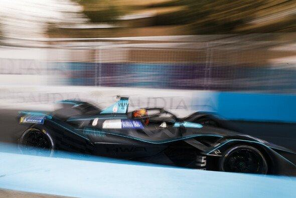 Stoffel Vandoorne war beim Formel-E-DEbüt schneller als erwartet - Foto: LAT Images