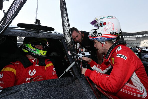 Mick Schumacher und Sebastian Vettel beim Race of Champions - Foto: Race of Champions