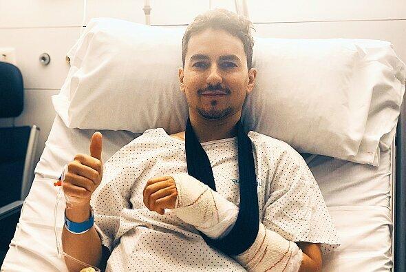 Jorge Lorenzo kann nach der Operation schon wieder lachen - Foto: Twitter/Jorge Lorenzo