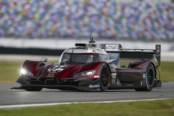 Oliver Jarvis beschert dem Mazda Team Joest die Pole Position in Daytona - Foto: LAT Images