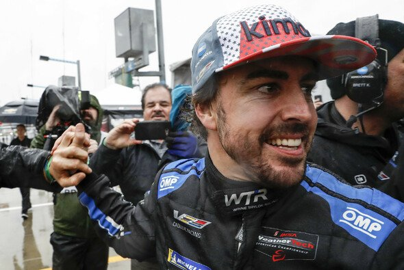 Fernando Alonso hat nach dem Daytona-Sieg schon die nächsten Abenteuer im Blick - Foto: LAT Images