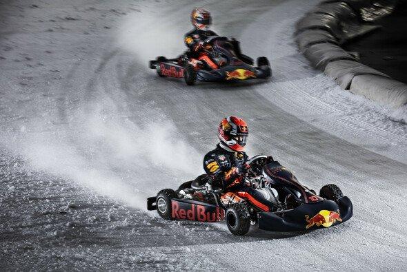 Max Verstappen und Pierre Gasly wagten sich im Kart aufs Eis - Foto: Red Bull