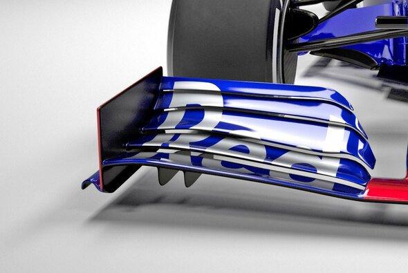 Die Frontflügelendplatte ist eine gerade Fläche - Foto: Red Bull Content Pool