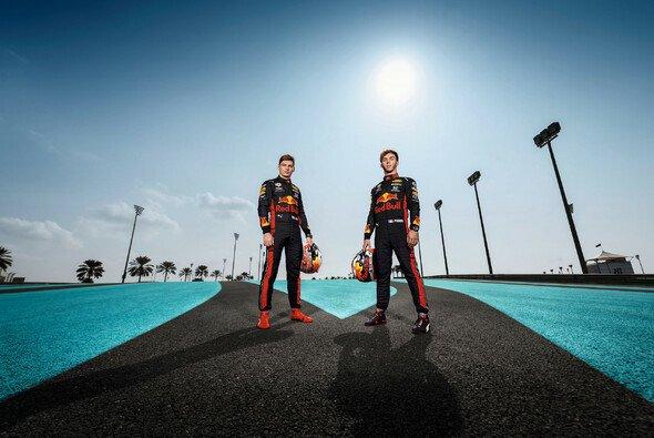 Mit Max Verstappen und Pierre Gasly setzt Red Bull in der Formel-1-Saison 2019 auf zwei blutjunge Fahrer - Foto: Red Bull