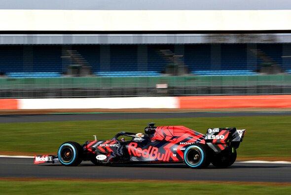 Der Red Bull RB 15 entsagt für den Launch der klassischen Lackierung des Formel-1-Teams - Foto: Red Bull