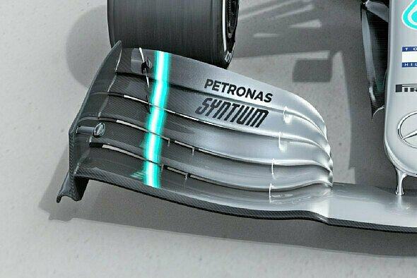 Mercedes biegt die Frontflügel-Endplatte nach innen - Foto: Mercedes