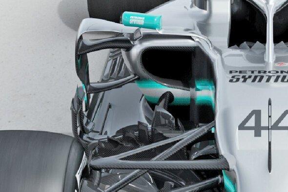 Der F1 W10 verfügt über große Einlässe am Seitenkasten - Foto: Mercedes