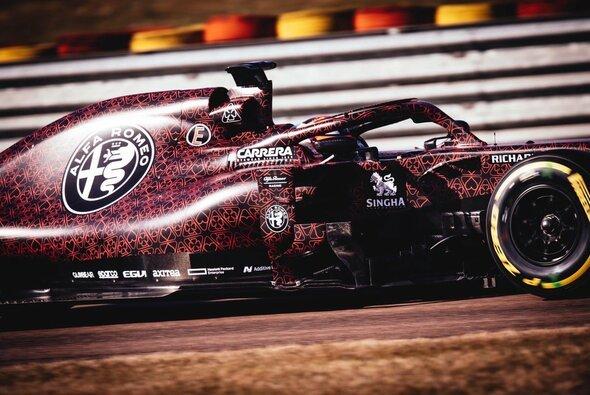 Kimi Räikkönen absolvierte die Jungfernfahrt im Alfa Romeo - Foto: Alfa Romeo Racing
