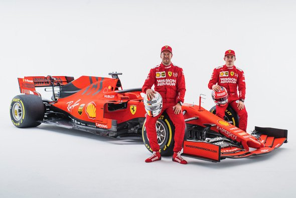 Charles Leclerc darf gegen Sebastian Vettel - muss nur in bestimmten Situationen zurückstecken - Foto: Ferrari