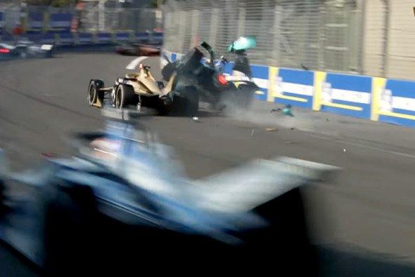 Unfälle gehören zur Geschichte der Formel E einfach dazu. - Foto: Screenshot/Formel E