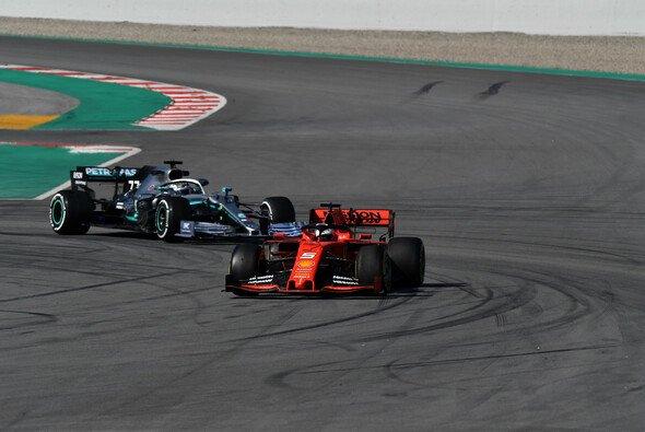 Sebastian Vettel führte den ersten Testtag der Formel 1 in Barcelona deutlich an - Foto: LAT Images