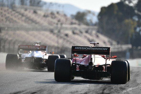 Sebastian Vettels Bestzeit am ersten Testtag beeindruckt auch die Konkurrenz - Foto: LAT Images