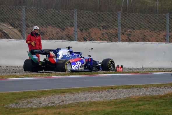 Gleich auf seiner ersten Test-Runde drehte Alex Albon seinen neuen Toro Rosso ins Kiesbett - Foto: LAT Images