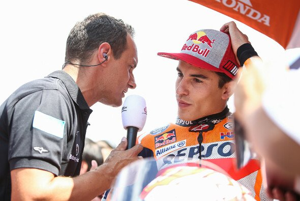 Alex Hofmann interviewt Marc Marquez - Foto: Red Bull Content Pool