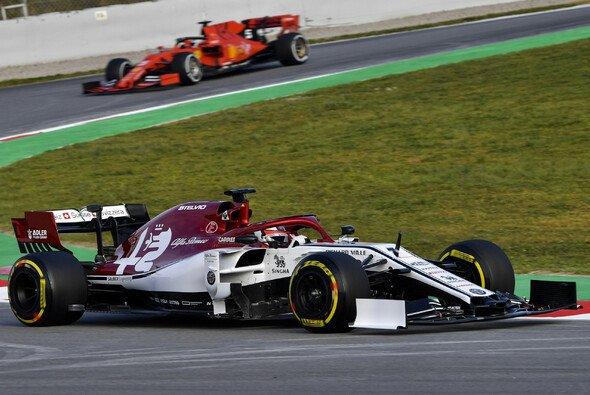 Kimi Räikkönen ließ am dritten Testtag seinen alten Arbeitgeber hinter sich - Foto: LAT Images