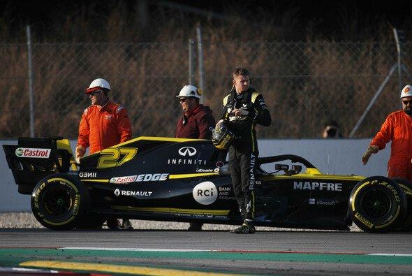 Nico Hülkenberg fuhr in Barcelona Test-Bestzeit, dann musste er den Renault abstellen - Foto: LAT Images