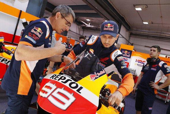 Jorge Lorenzo muss sich erst an die Honda anpassen - Foto: Repsol Honda