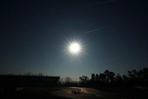 In Barcelona fuhr die Formel 1 schon bei den Testfahrten nur bei gutem Wetter - Foto: LAT Images
