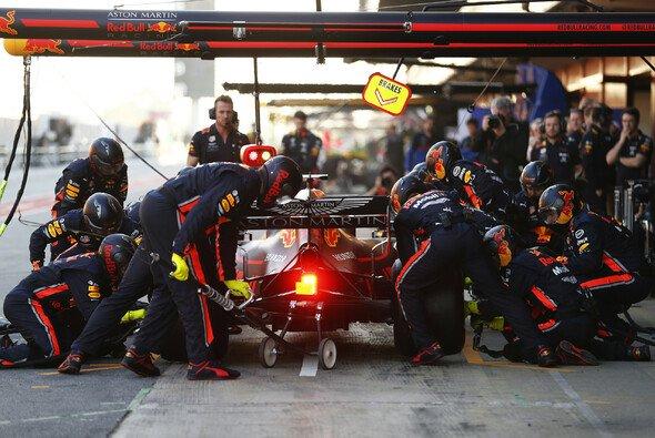 Red Bull musste sich nach einem Ausritt Max Verstappens das Getriebe genauer ansehen - Foto: LAT Images