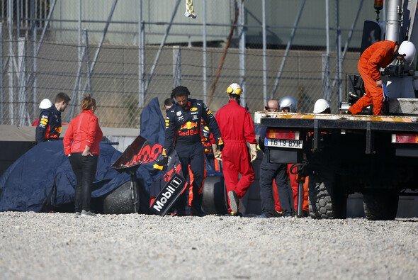 Pierre Gasly crasht beim Barcelona-Test zum zweiten Mal - Foto: LAT Images