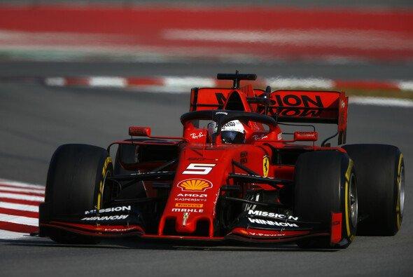 Sebastian Vettel rettete die Testbestzeit in Barcelona nach Hause - Foto: LAT Images