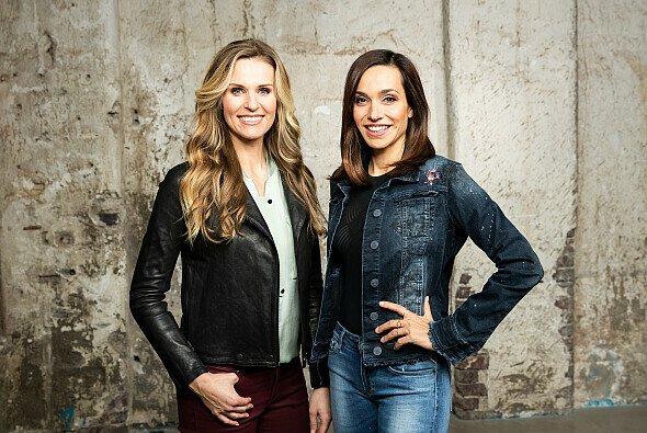 Eve Scheer und Andrea Schlager führen bei ServusTV durch die MotoGP-Sendungen - Foto: Servus TV / Neumayr / Leo