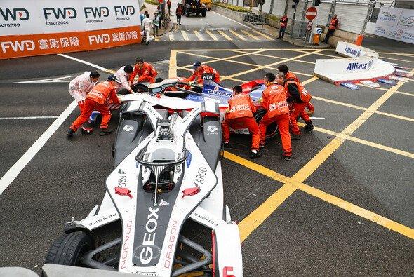 Felipe Nasr beendete das Rennen beider Mahindras nach zwei Runden - Foto: LAT Images